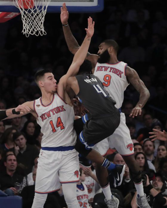 New-York-Knicks-Willy-Hernangomez-Kyle-OQuinn-560x700